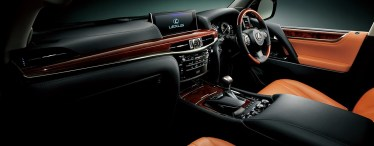 新型レクサスLX570の内装レビュー【インパネ・コックピット】マルチメディア連携で運転も楽々!?