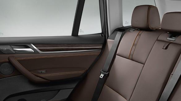 BMW新型X3の内装レビュー!後部座席は狭い?広い?ラゲッジスペースは使い勝手がGOOD!