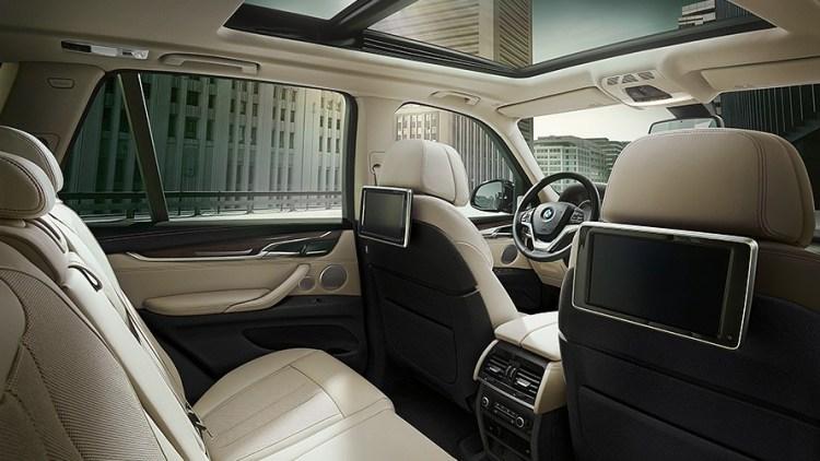 BMW新型X5の内装レビュー!【後部座席・ラゲッジ編】オプションの3列目シートはあり?無骨なラゲッジに魅せられて~