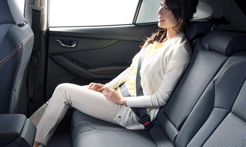 新型スバルXV内装後部座席