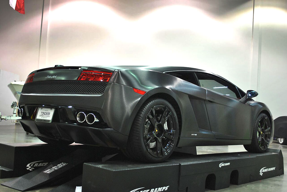 Transforming a Lamborghini Gallardo with Black Brushed