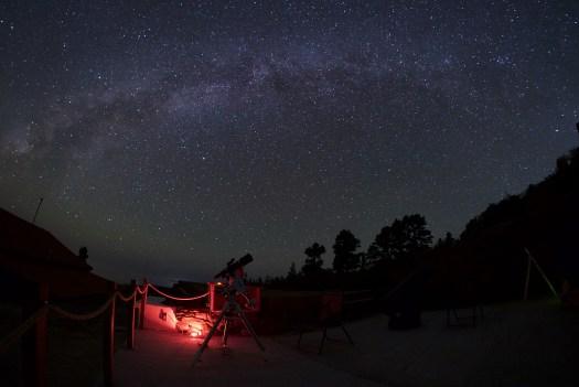 Voie Lactée automnale en milieu de nuit