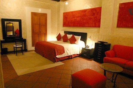 dormitorio rojo y beige  Casa Web