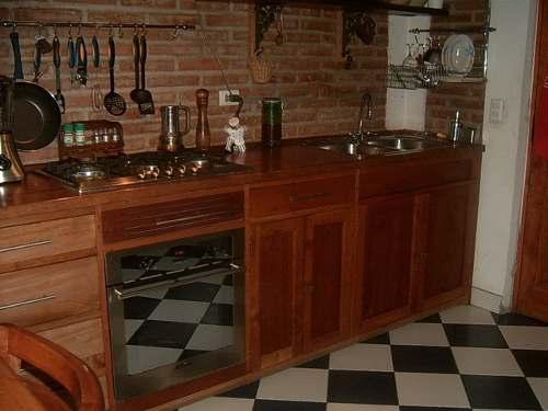 cocina moderna pequea con mueble de algarrobo  Casa Web