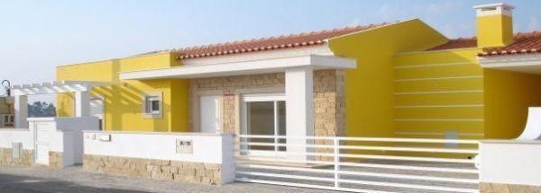 casa amarilla conbinada con revestimiento en piedras Casa Web