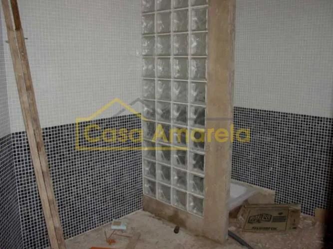 Antes de remodelação de casa de banho em Lisboa