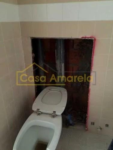 Remodelação de casa de banho sanita antes