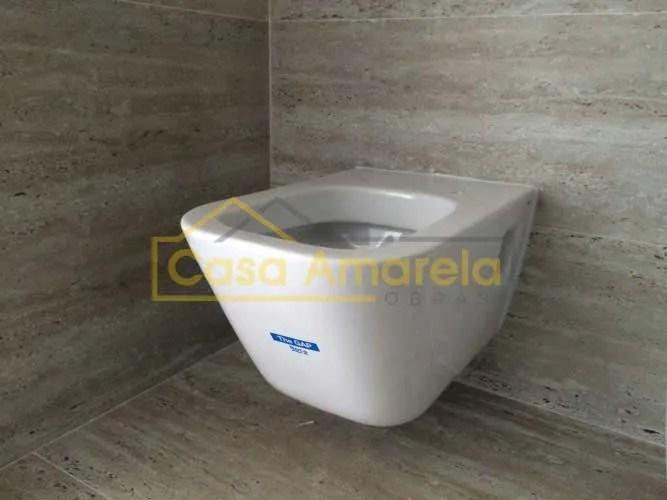 Remodelação de casa de banho sanita suspensa