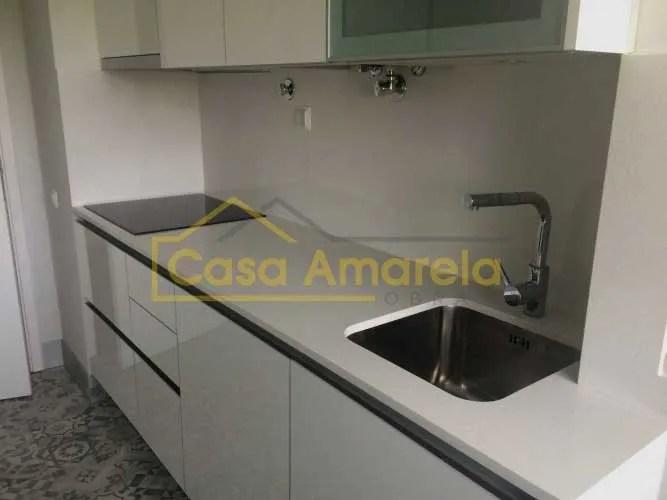 Remodelação de cozinha no Porto móveis lacado alto brilho