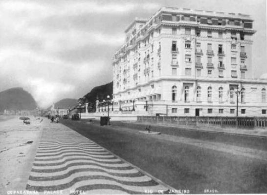 Copacabana Palace nos anos 20 - calçamento com ondas perpendiculares à orla - copacabana.com/fotos-do-hotel-copacabana-palace