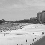 Vista da Avenida Atlântica antes da duplicação: pista única e mão dupla - acervo.oglobo.globo.com