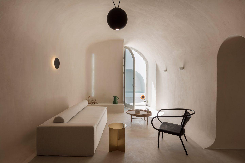 Villas veraniegas dentro de las cuevas en Santorini