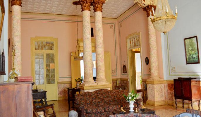 Nosotros Casa Colonial 1830  Hostal y Restaurante en