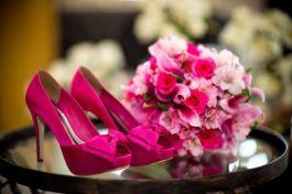 casacomidaeroupaespalhada_sapato_buque_mesma_cor_rosa_pink