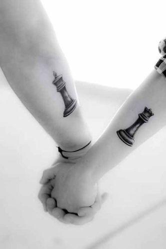 casacomidaeroupaespalhada_tatuagem_casal_tattoo_38