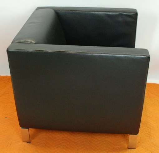 Walter Knoll Norman Foster inspired designed single seater sofa in black leather 11a