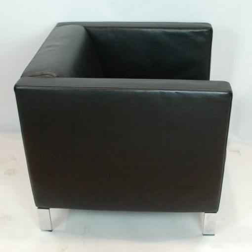 Walter Knoll Norman Foster inspired designed single seater sofa in black leather 5a