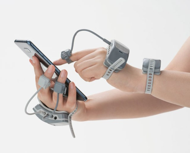 MANOVIVO Wearable Smart Glove for People with Rheumatoid Arthritis by Kim Guiyoung, Prof. Kim Jieun, and Lee Hyejeong
