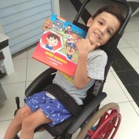 criança cadeirante livro personalizado