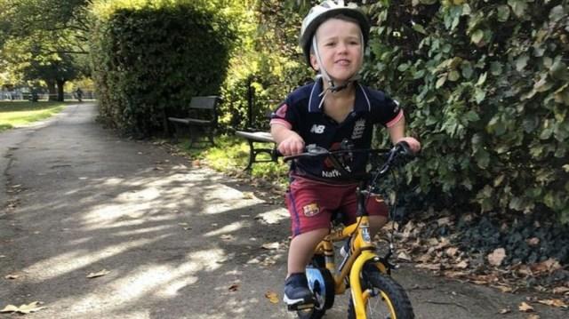 Sam Short tem nove anos e nasceu com acondroplasia, a forma mais comum de nanismo — Foto: Arquivo pessoal