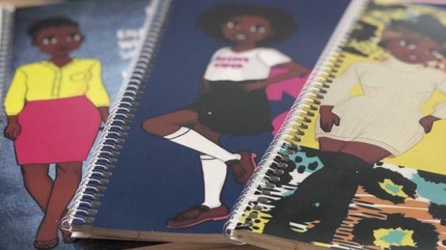Cadernos com capas com desenhis de meninas negras