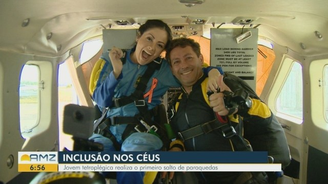 Resultado de imagem para Advogada e ativista, tetraplégica salta de paraquedas em defesa da inclusão