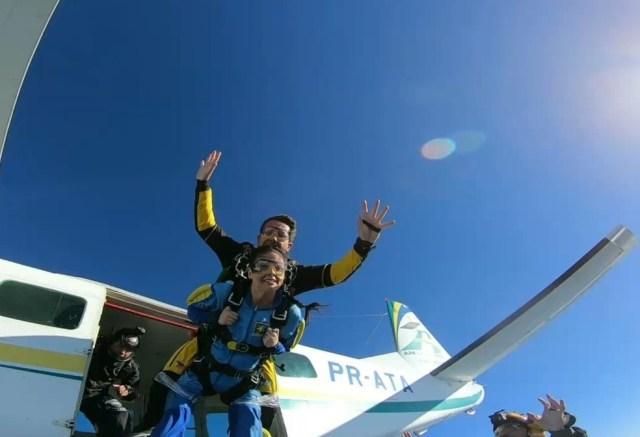 Advogada e ativista, tetraplégica salta de paraquedas em defesa da inclusão — Foto: Reprodção/Rede Amazônica