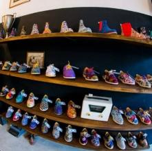 A Insecta Shoes vende cerca de 300 pares de sapatos por mês e faturou R$ 1 milhão em 2015 (Imagem: Uol/reprodução)