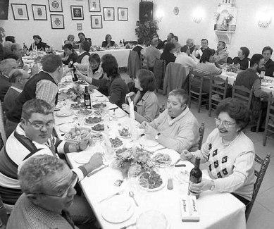 El alcalde participó en una comida en la Casa de Andalucía.