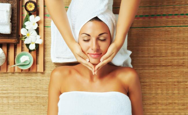 Ayuvedic Massage Middle