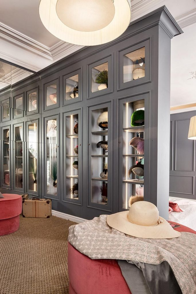Dormitorio con vestidor diseado por Asun Ant en Casa Decor 2018  Interioristas  CasaDecor