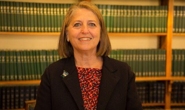 María Casado, directora del Observatorio de Bioética de la Universidad de Barcelona.Centro de Información Juvenil del Ayuntamiento de San Andrés y Sauces