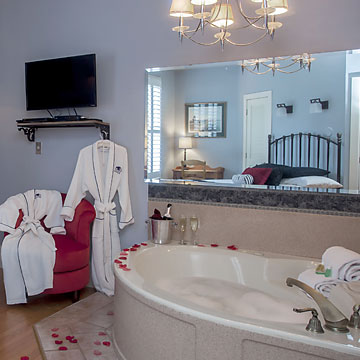 Guest Room with Jetted Tub