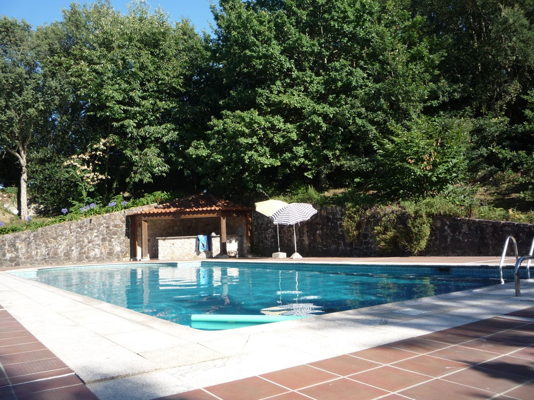Clique aqui para mais fotos da piscina.