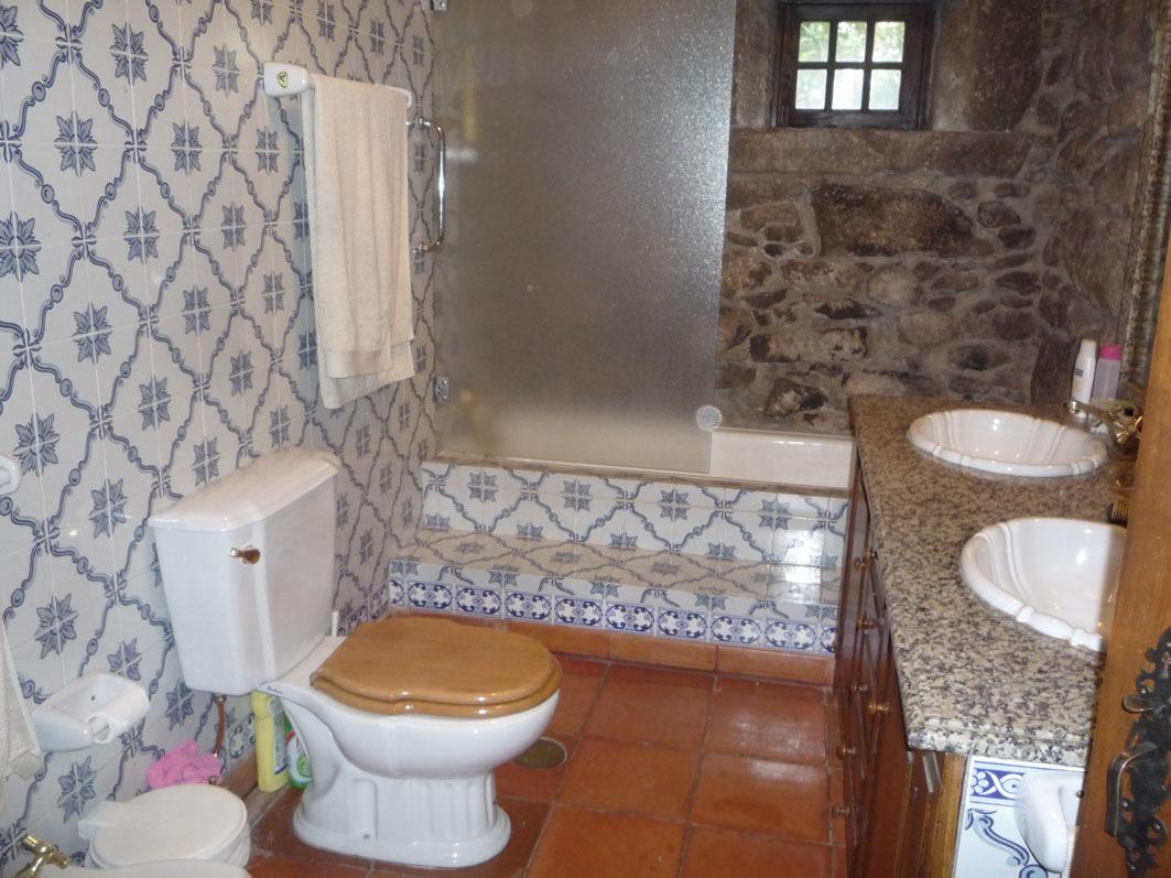 Clique aqui para mais fotos da casa de banho 1.
