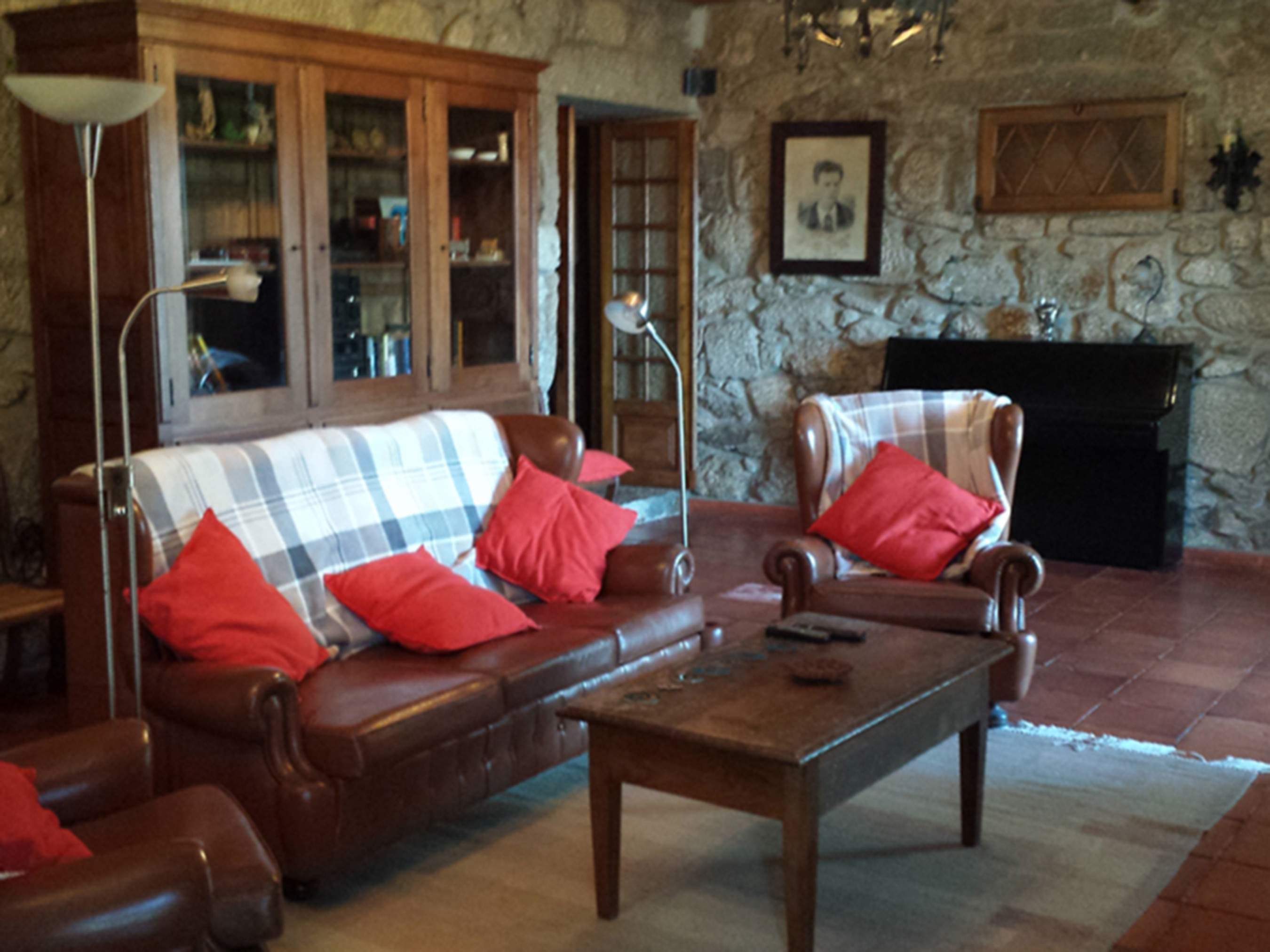 Clique aqui para mais fotos da sala de estar/jantar.