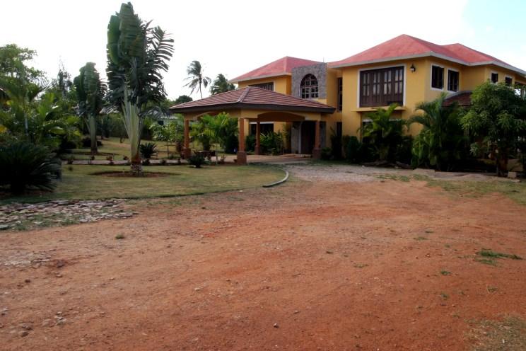 Casa Dorado