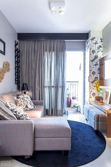 sofa cinza e almofadas coloridas tray table plans 70 tapetes para sala - de estar tv imperdíveis!