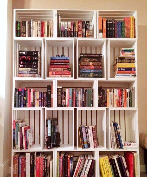Estante De Livros Na Sala De Estar