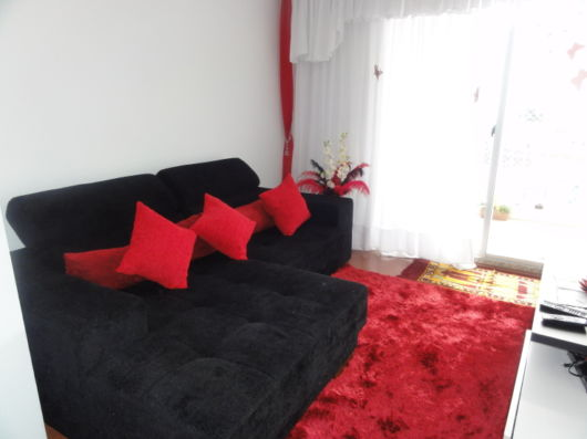Salas com sof preto Como decorar Modelos e 40 fotos