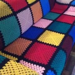 Sofa Cinza E Almofadas Coloridas Tempur Pedic Sectional Capa De Sofá Crochê: 39 Modelos Incríveis & Gráfico Com ...