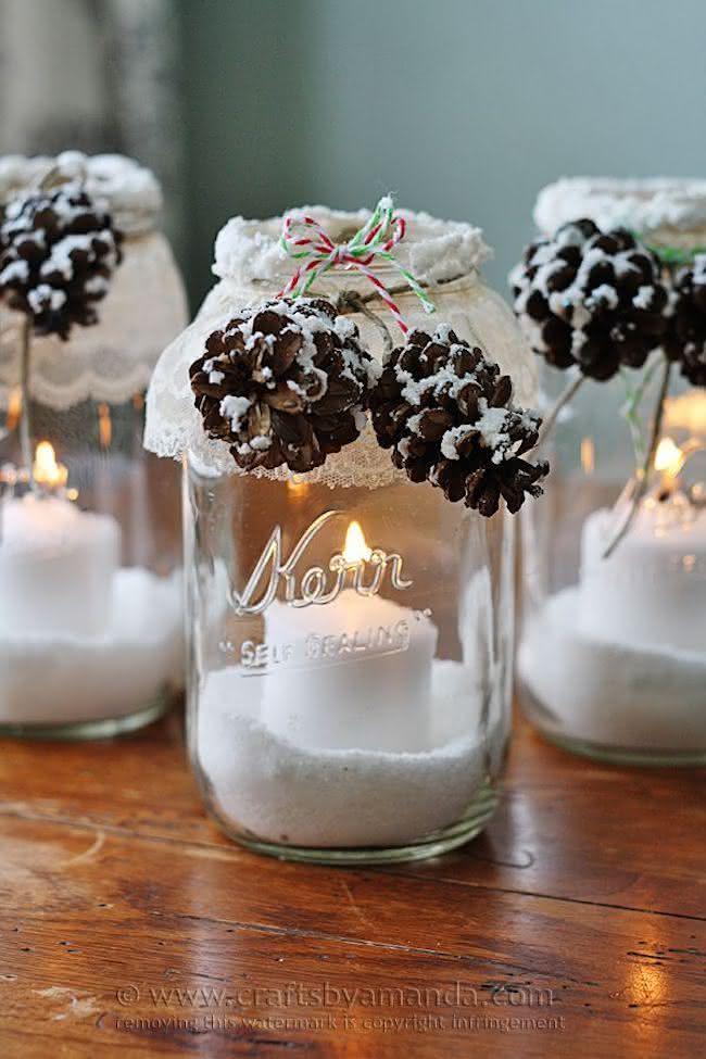 Potes de vidro se transformaram em suportes para velas