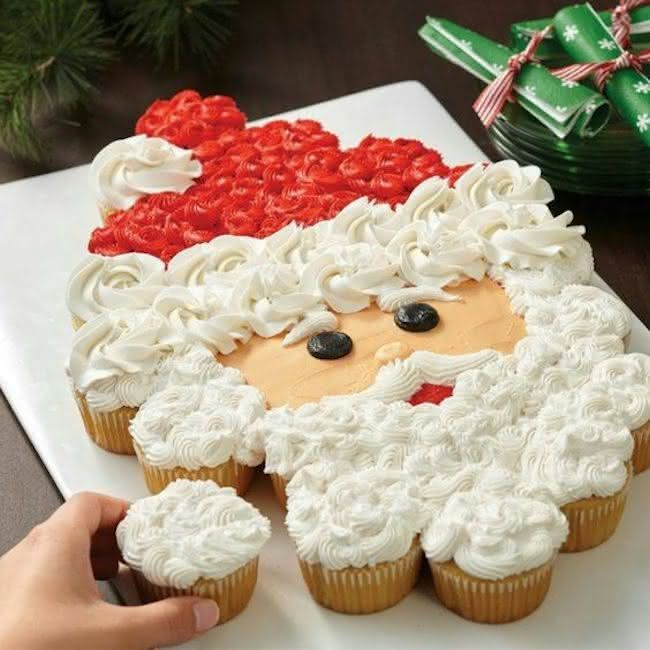 Papai Noel montado com cupcakes