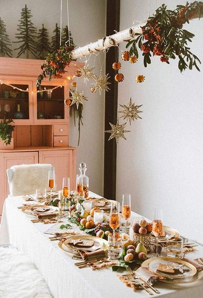 Muitas frutas parecem na decoração de natal