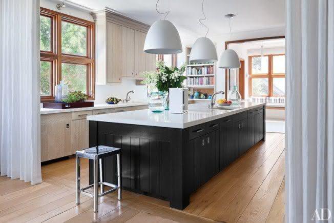 pendulum lights for kitchen white wood table luminárias para cozinha: veja modelos que estão em alta
