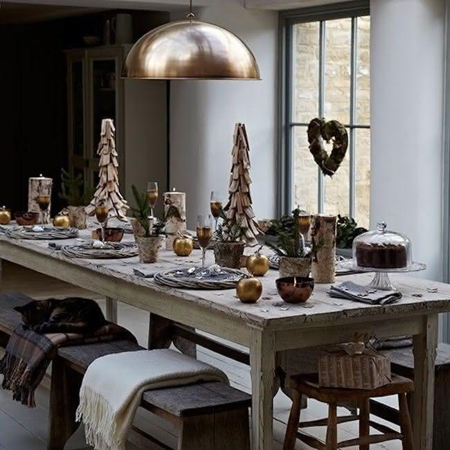 Madeira na decoração da mesa de natal