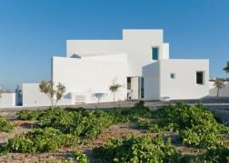 summer-house-in-santorini_kapsimalis-architects_dezeen_1568_15-936x669