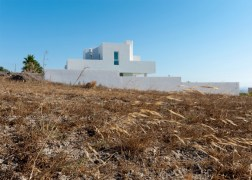summer-house-in-santorini_kapsimalis-architects_dezeen_1568_2-936x669