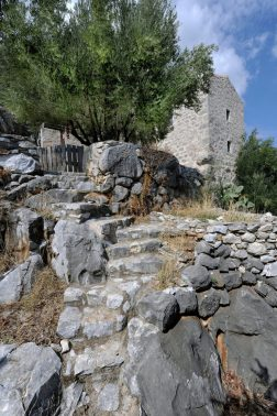 mani-tower-house-in-greece-from-z-level-studio-6-980x1471