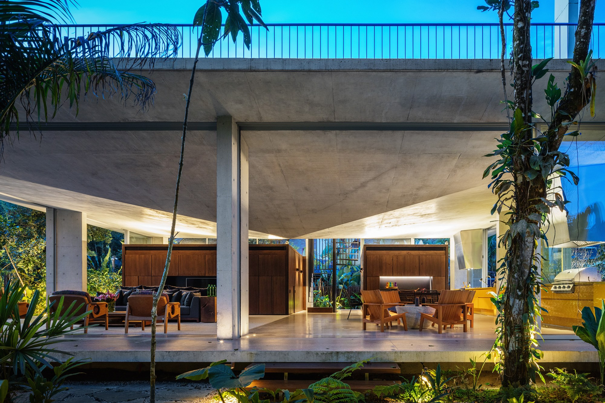 Residencia Itamambuca In Brazil By Gui Mattos Architects